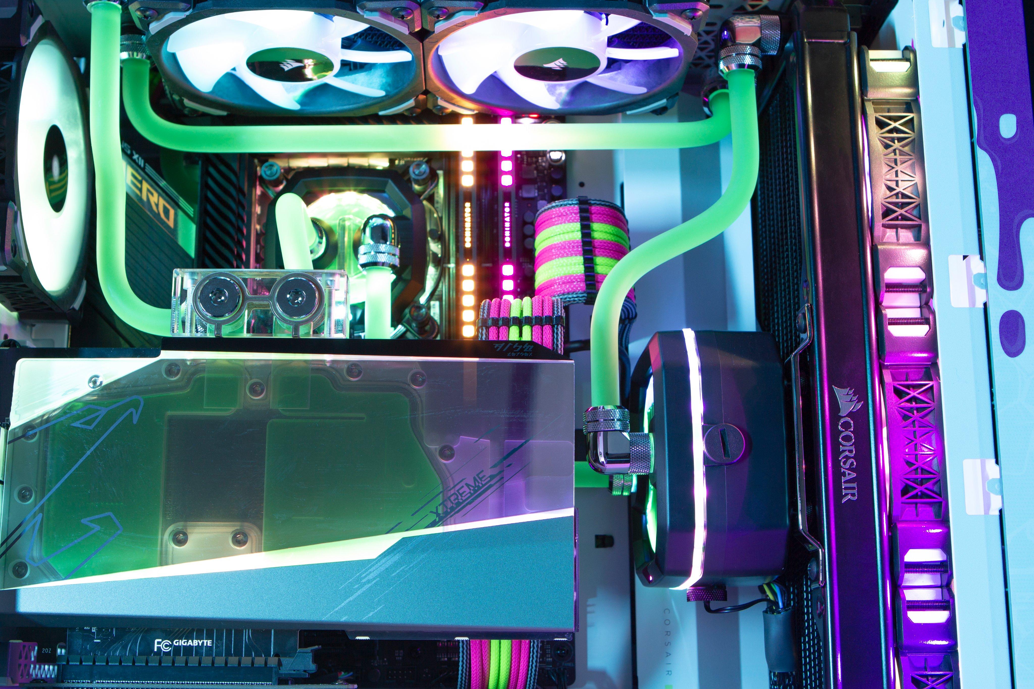 Reign x Sneak Custom PC Insides